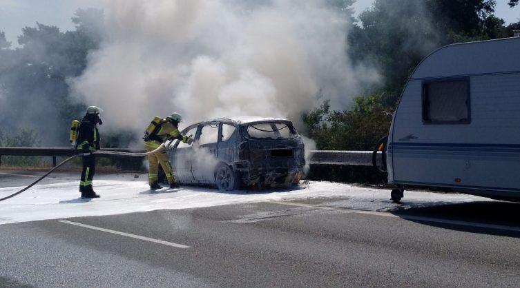 Aktuell: Fahrzeugbrand eines PKW auf der B402 Foto: NordNews.de