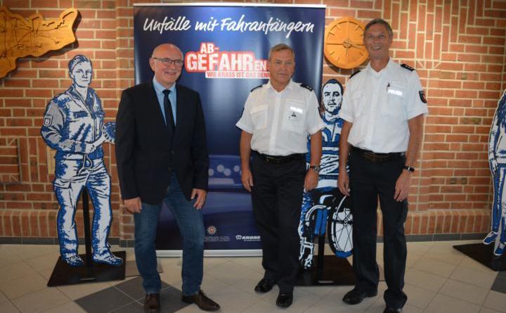 Präventionsausstellung im Rathaus Geeste - 25 Prozent aller tödlichen Verkehrsunfälle werden von jungen Fahranfängern verursacht Foto: Gemeinde Geeste
