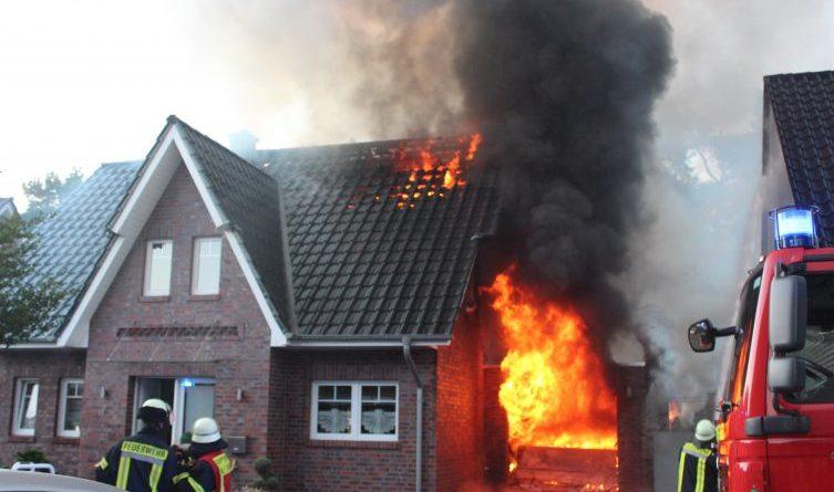 Lingen - Damaschke: Garage fängt im Lilienweg an zu brennen und Feuer geht auf Haus über Foto: NordNews.de