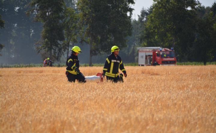 Twist/Schönighsdorf - Stoppelfeldbrand auf der Hofer Straße Foto: NordNews.de