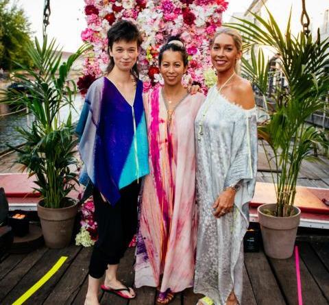 Viel Prominenz bei der einzigen Schau der Fashion Week auf einem Schiff - KIK/ANN präsentierte die neue Kollektion vor dem art'otel berlin mitte - (v.l.n.r.): Anne Wolf (KIK/ANN), Minh-Khai Phan-Thi, Kiki Ochsenknecht (KIK/ANN). Foto: Borismehl.de