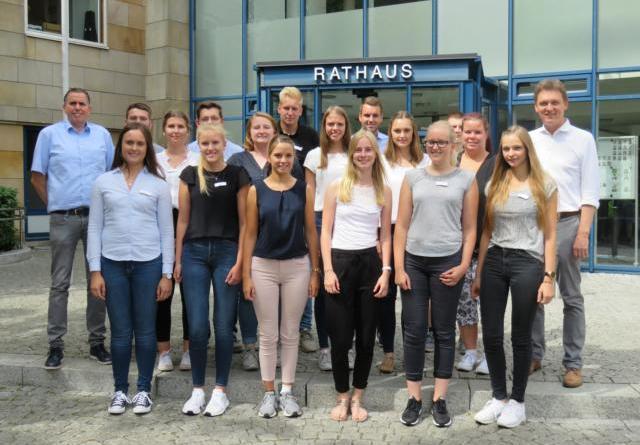 Neue Gesichter im Lingener Rathaus - 16 Auszubildende starten am 1. August in das Berufsleben Foto: Stadt Lingen