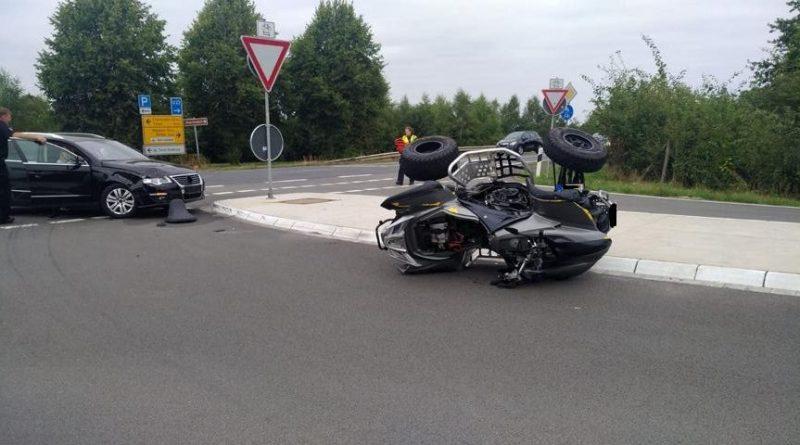 Twist/Rühlerfeld. PKW fährt auf der L47 gegen Quadfahrer Foto: NordNews.de
