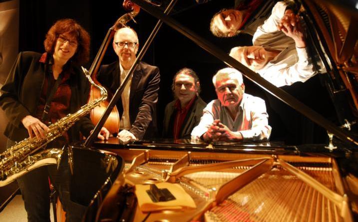 Die Hamburger Jazz-Formation um Bandleader Klaus Berger (rechts) führt am Sonntag, 21. Oktober, um 17 Uhr im Gut Altenkamp durch die Geschichte des Jazz. Foto: Klaus Berger