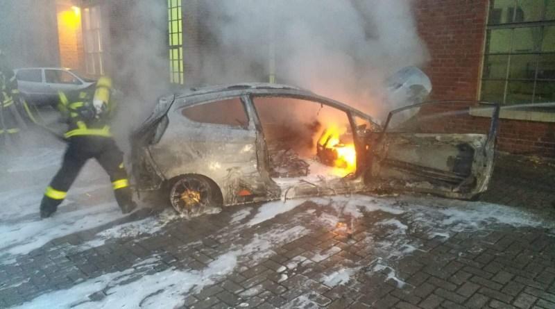 AKTUELL: Lingen - Fahrzeugbrand und aufgebrochene Autos in der Kaiserstraße Foto: Nordnews.de