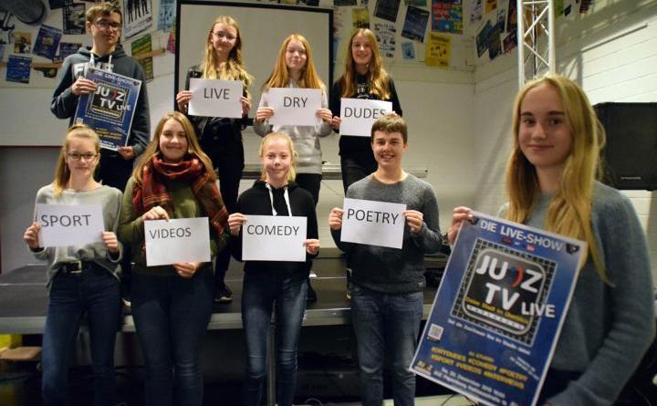 Die Redaktion von JUZ-TV freut sich schon auf ihre erste Livesendung am 22. Dezember um 19 Uhr im Papenburger Jugendzentrum. Karten für diese besondere Veranstaltung gibt es für fünf Euro im Jugendzentrum. Foto: Stadt Papenburg
