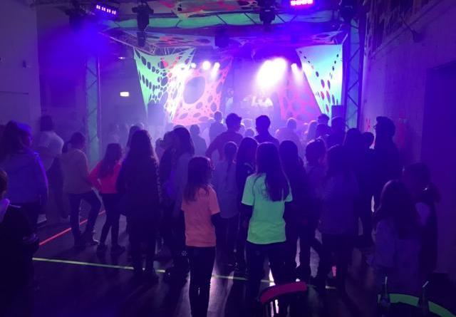 Gute Stimmung garantieren die Mitglieder der Partycrew bei der Neujahrsparty am 19. Januar im Jugendzentrum Papenburg. Foto. Stadt Papenburg