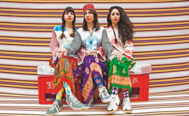 """Das Schwestern-Trio A-WA kommt mit neuer Hit-Single """"Mudbira"""" und kündigt neues Album """"Bayti Fi Rasi"""" an Foto: Hassan Hajjaj"""