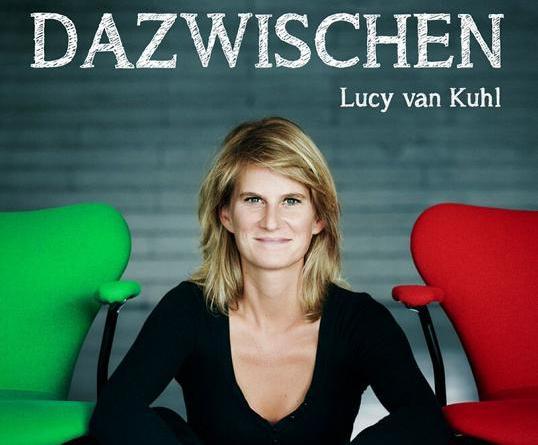 """Zwischen Klavier-Kabarett und Chanson - Lucy van Kuhl veröffentlicht ihr Debüt Album """"Dazwischen"""" am 26. April"""