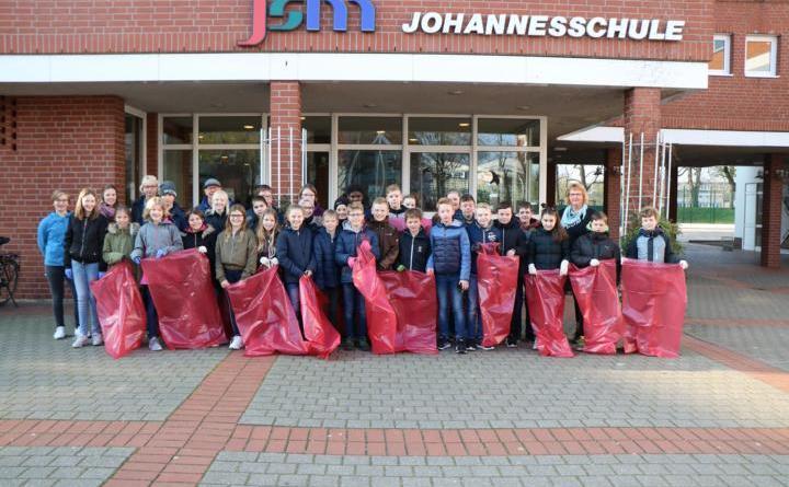 Auch die Klassen 10d und 5 d der Johannesschule unterstützten gemeinsam mit den Kids der Jakob-Muth-Schule in diesem Jahr die Aktion. Foto: Stadt Meppen