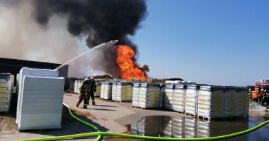 Aktuell: Adorf/Twist - Brand in einem Torfwerk mit enormer Rauchentwicklung. Foto: NordNews.de