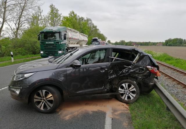 Zwei Personen bei Unfall auf der B 402 verletzt Foto: NordNews.de