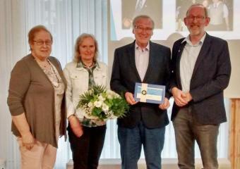 Für seine ehrenamtliche Vorstandsarbeit geehrt wurde Siegfried Magerhans (von links): Vizepräsidentin Luise Meutstege Renate und Siegfried Magerhans und Präsident Reinhard Elpermann. Foto: Stadt Haren