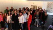 Im neuen Sitzungssaal wurden die polnischen Austausschüler am Freitagvormittag vom zweiten stellvertretenden Bürgermeister Jürgen Broer (hinten, zweiter von links) empfangen. Foto: papenburg