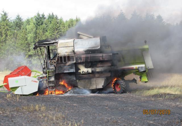 Wietmarschen/Lohne - Mähdrescher in Brand - Foto: Polizei