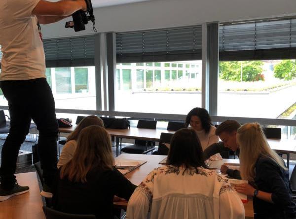 Vollen Einsatz zeigten die Auszubildenden der Stadt Papenburg bei der Erstellung der Videoclips, die über die Ausbildung bei der Stadt informieren. Foto: Stadt Papenburg