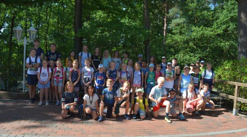 50 Schülerinnen und Schüler freuten sich auf den Ausflug in den Tier- und Freizeitpark Thüle. Fotos © Jacqueline Woller