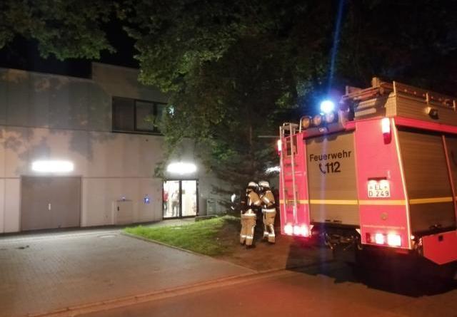 Meppen. Gegen kurz nach 21.00 Uhr kam es zu einem Feuerwehreinsatz beim Marktkauf Meppen. Foto: NordNews.de