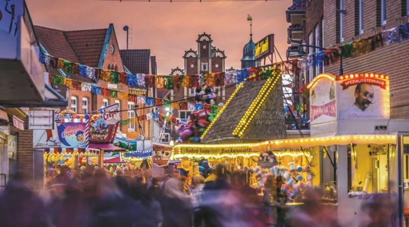 Meppen. Am Freitag, 18. Oktober, 14.00 Uhr, startet die sechste Rathauskirmes in der Innenstadt. Bunter Kirmestrubel über vier Tage - Foto: Stefan Schöning