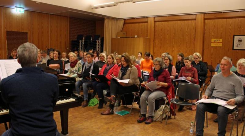 Am Montag fand die erste Probe für den Projektchor statt. Foto: Jens Menke