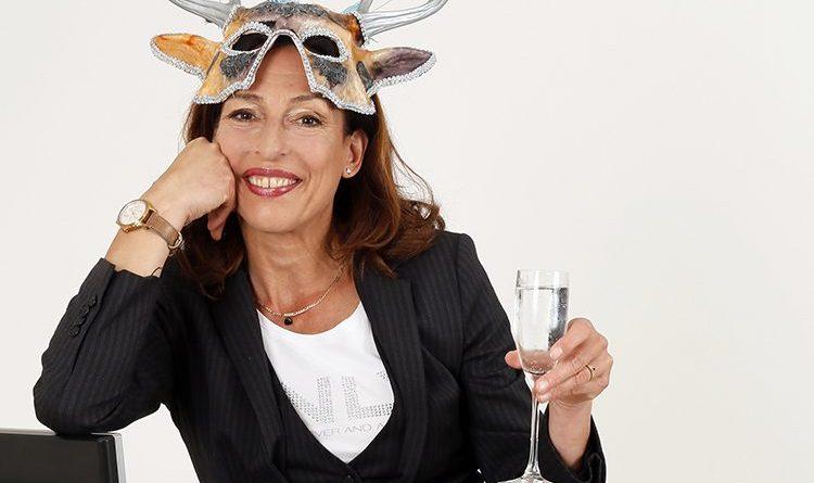 """Andrea Volk begeisterte schon vielerorts mit ihrem Programm """"Feier - Abend! Büro und Bekloppte"""" . Foto: B r i t t a S c h ü ß l i n g"""