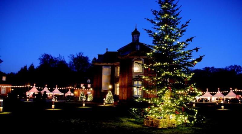 Advent auf Schloss Clemenswerth mit 100 Ausstellern - Weihnachtsmarkt in Sögel lädt am 7. und 8. Dezember zum Besuch ein - Foto: Manfred Bergmann