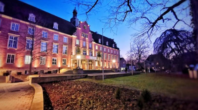 Nordhorner Rathausvorplatz fertig saniert - Foto: Stadt Nordhorn