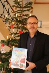 Bürgermeister Helmut Knurbein heißt alle Kinder zwischen 4 und 8 Jahren zu der Vorlesestunde am 16. Dezember in der Stadtbibliothek KÖB herzlich willkommen. Foto: Stadt Meppen