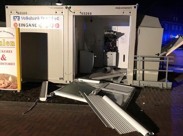 Nächtlicher Einsatz für die Feuerwehr Kluse nach Explosion im Bankgebäude in Wippingen - Foto: SG Dörpen / Feuerwehr