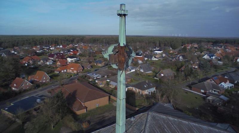 Absperrung an der St. Antoniuskirche in Geeste - was ist passiert? - Foto: Feuerwehr