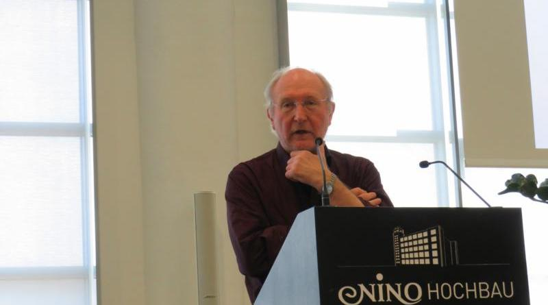 Prof. Dr. Reinhold Schone von der Fachhochschule Münster betonte in seinem Vortrag die dringend notwendige Kooperation aller Netzwerkpartner. Foto: Landkreis Grafschaft Bentheim