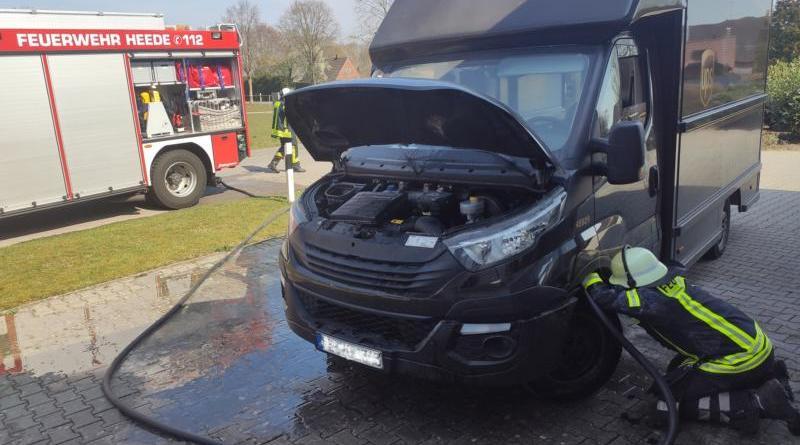 Lieferwagen fängt im Motorraum Feuer- Feuerwehr Heede kann größeren Schaden verhindern- - Foto: SG Dörpen / Feuerwehr