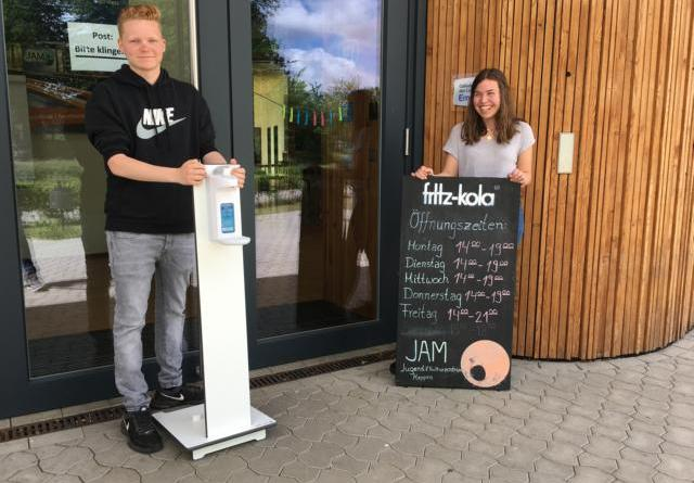 Tom Owczarek und Sophia Beckmann vom JAM-Team freuen sich auf die Besucher. Foto: Stadt Meppen - Foto: Stadt Meppen