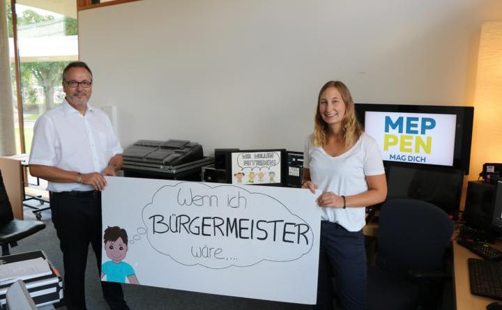 Sozialpädagogin Sandra Thien wird Bürgermeister Helmut Knurbein eure Fragen stellen. Foto: Stadt Meppen