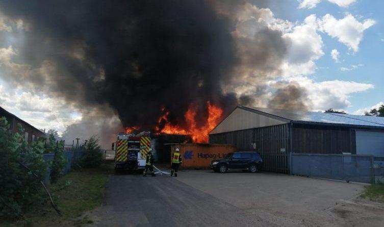 Großbrand in Geeste - Lagerhalle völlig zerstört - Foto: NordNews.de