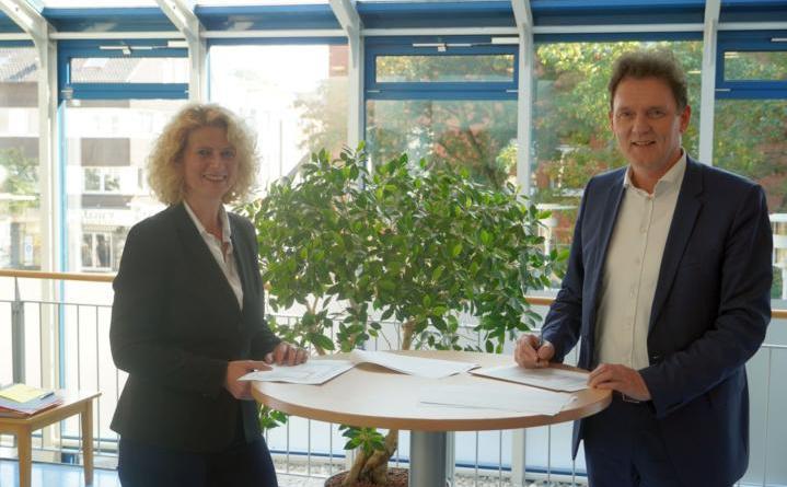 Die Demografiebeauftragte Kirsten Vogler und Oberbürgermeister Dieter Krone stellten die Strukturdaten der Stadt Lingen vor. Foto: Stadt Lingen