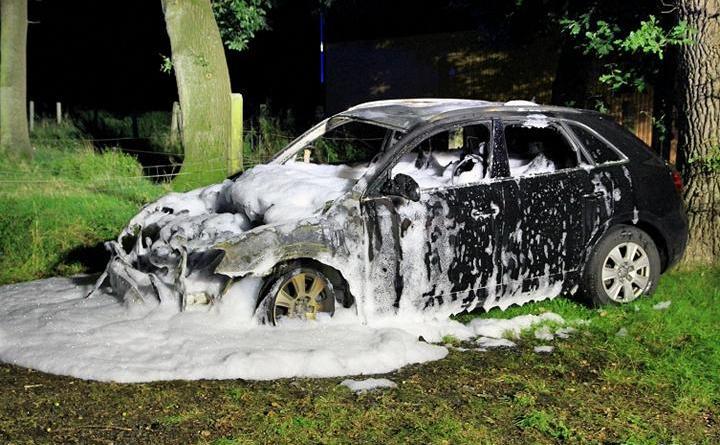 Papenburg - Auto brannte auf unerklärlicher Weise - Foto: A.Roling