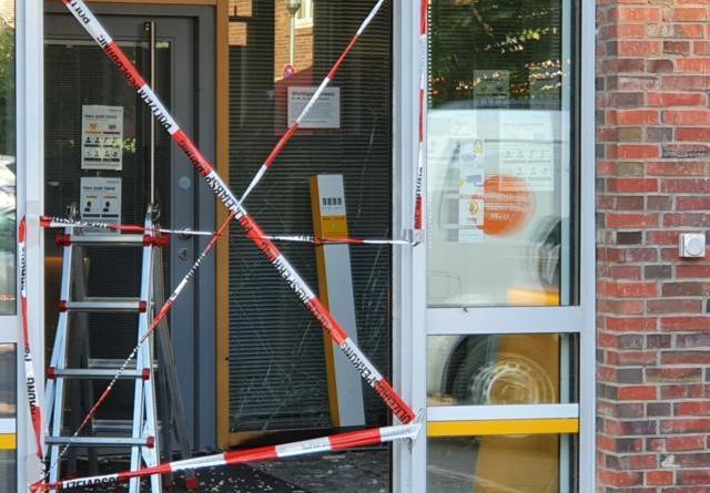 Nordhorn - Täter sprengen Geldautomaten - ein Täter festgenommen - Foto: B. Neesen