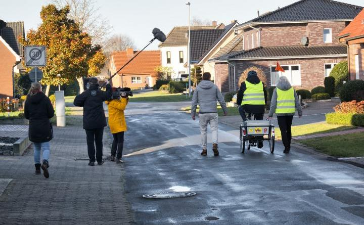 """""""Hand in Hand für Norddeutschland"""": NDR Fernsehteam besucht Caritas-Projekt in Meppen - Foto: Daniel Robin"""
