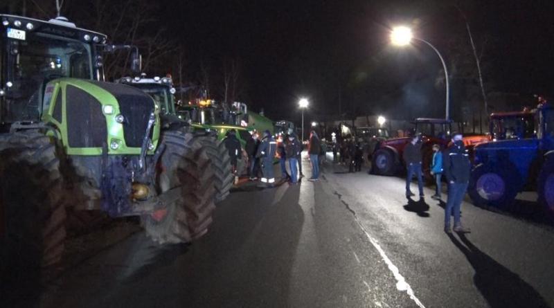 Lingen AKTUELL - Landwirte blockieren Aldi Zentrallager - Foto: NordNews.de