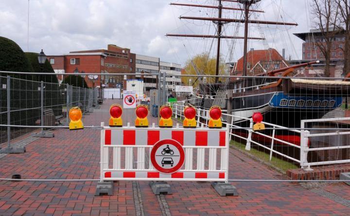 Hauptkanal rechts vor dem Rathaus gesperrt - Foto: Stadt Papenburg