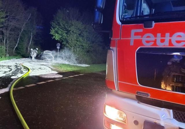 Fahrzeugbrand in Versen - Foto: Sven Lammers, Feuerwehr Meppen