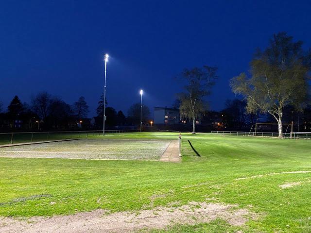 Sportpark Blanke: Flutlicht umfassend erneuert - Trainingsplatz II und Bouleanlagen jetzt energiesparend ausgeleuchtet - Foto: Stadt Nordhorn