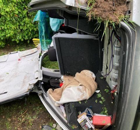 Zwei Verletzte bei schwerem Verkehrsunfall in Heede – Feuerwehr Heede befreit eine Person aus dem PKW. Foto: SG Dörpen / Feuerwehr