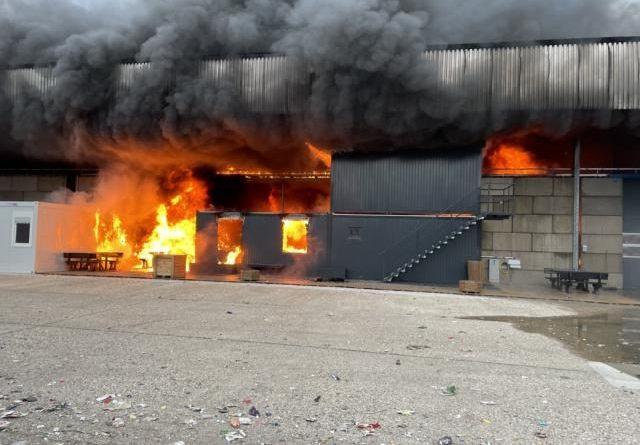 Update - Großbrand im Papenburger Hafen - Foto: Stadt Papenburg / Feuerwehr