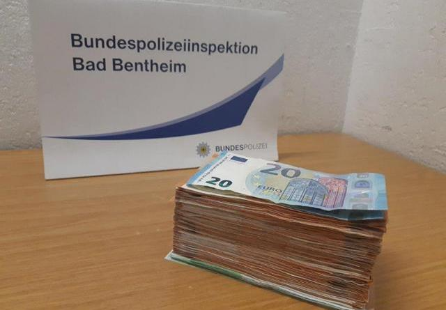 Bad Bentheim(ots) Fahndungserfolg der Bundespolizei gegen den internationalen Bargeldschmuggel. - Foto: Polizei