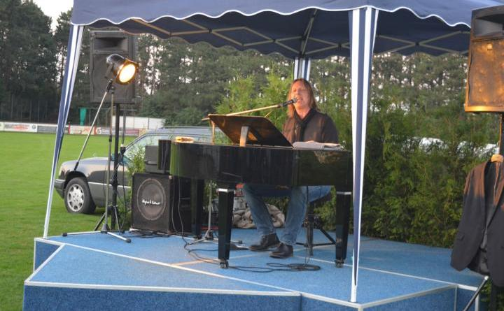 Stimmungsvolles Konzert mit Piano Pete - Geester Musiksommer 2021 geht erfolgreich zu Ende - Foto: Carolin Drees