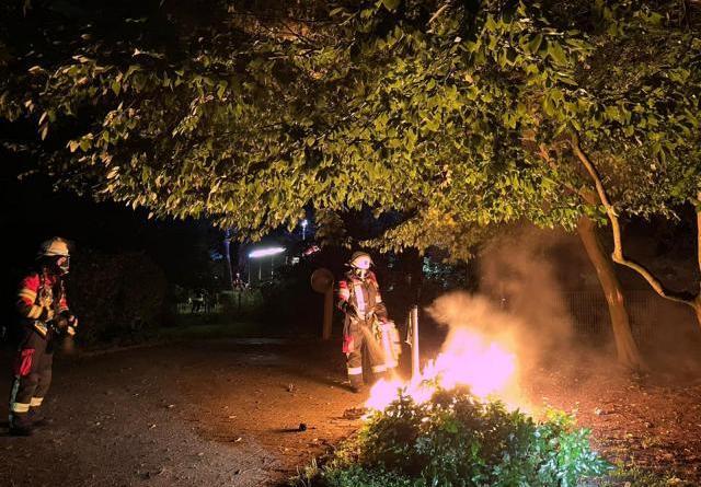 Mülleimer brennt in Emlichheim - die Feuerwehr informiert - Foto: Feuerwehr Emlichheim