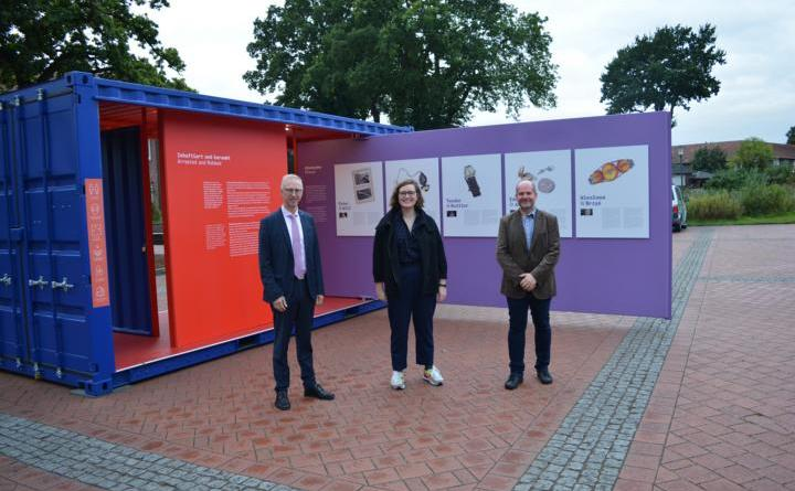 Ausstellung #StolenMemory in Dalum auf dem Rathausplatz - Foto: Gemeinde Geeste