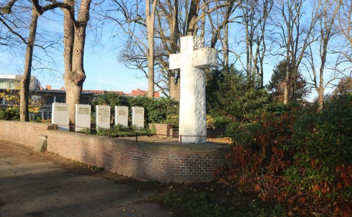 Aufgrund von Sanierungsarbeiten im Bereich der Gefallenen-Gedenkstätte an der Schülerwiese kann es zu zweitweisen Sperrungen des Fuß- und Radweges nördlich der Schülerwiese kommen. Foto: Stadt Meppen